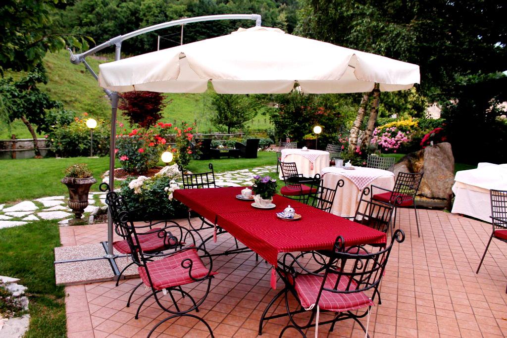 Hotel_Calvi_colazione_giardino(4)