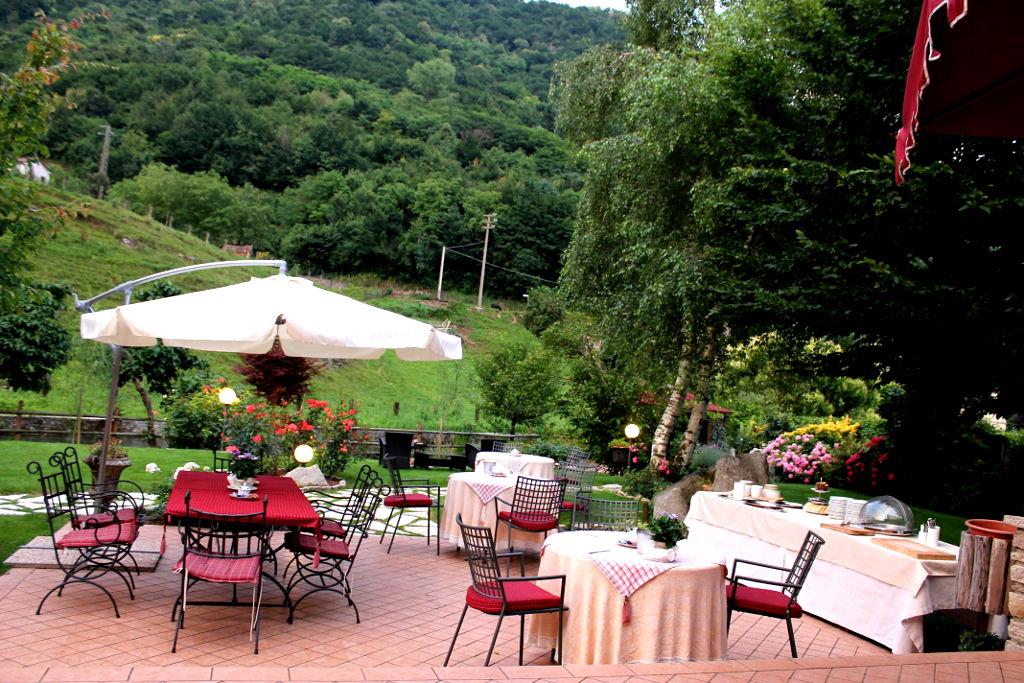 Hotel_Calvi_colazione_giardino(5)